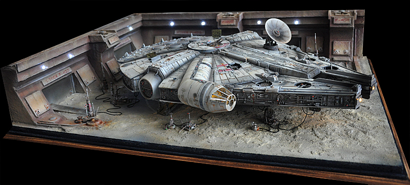 Maquette star wars millenium falcon for Interieur vaisseau star wars